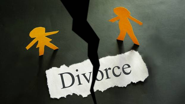 Paper figures and the word Divorce torn apart